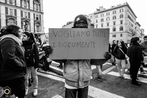 rinnovo permesso di soggiorno roma la questura non pu 242 chiedere il passaporto per il rilascio