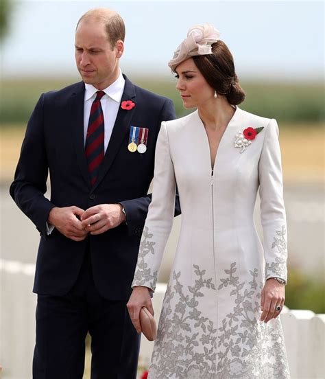 kate middleton wears a wedding ring but prince amazing