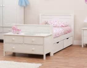 Choosing a single bed for girls