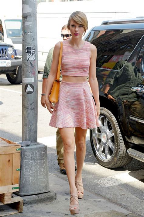 taylor swift sexiest outfit taylor swift retro style pink patterned two piece outfit
