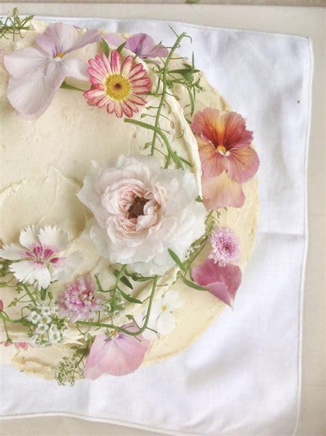 Hochzeitstorte Gelb by Hochzeitstorten Mit Blumen F 252 R Den Sommer Friedatheres