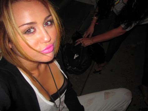miley cyrus racy pictures leaked miley cyrus private leaked newhairstylesformen2014 com