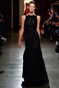 Luxury Designer Clothes - sienna miller wears oscar de la renta dress straight off the catwalk daily mail online