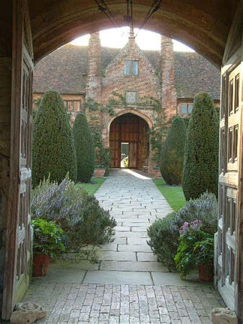sissinghurst castle gardens front courtyard