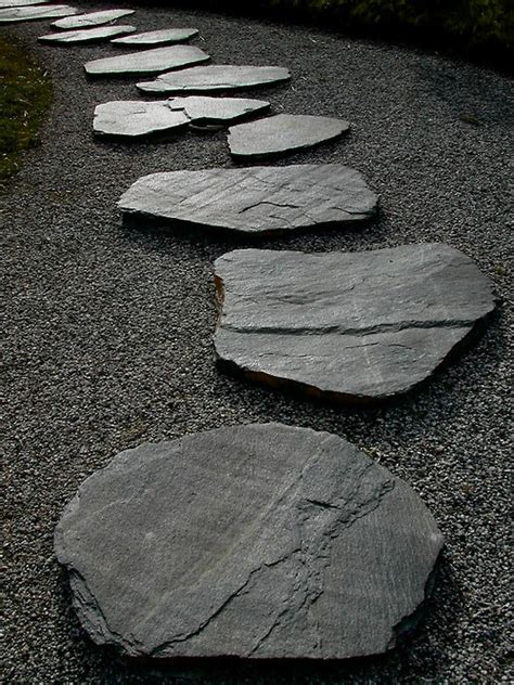 Garden Stones And Rocks 43 Awesome Garden Paths Digsdigs