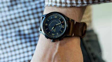 Fossil Second fossil q activist review smart second the verge