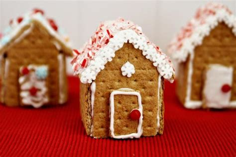 Gingerbread House With Graham Crackers by Graham Cracker Gingerbread Houses