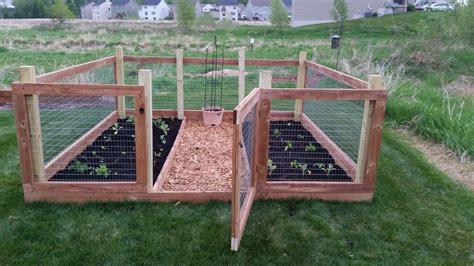 Build An Easy Diy Garden Fence No 2 Pencil Diy How To How To Build A Vegetable Garden Fence