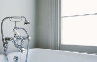 frozen bathtub drain how to unthaw a frozen bath tub drain home guides sf gate