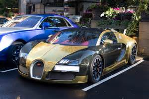 A Gold Bugatti 163 1million Black And Gold Bugatti Veyron Spotted Outside