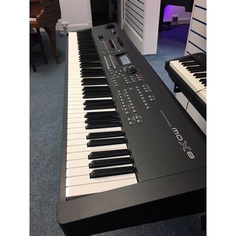 Keyboard Yamaha Mox8 yamaha mox8 workstation used