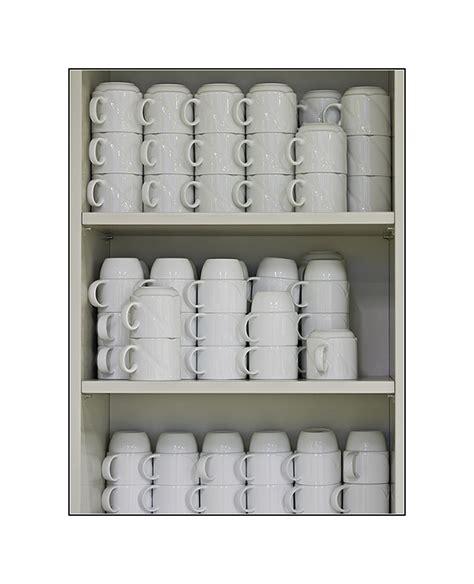 nicht alle tassen im schrank habt ihr noch alle tassen im schrank bild foto