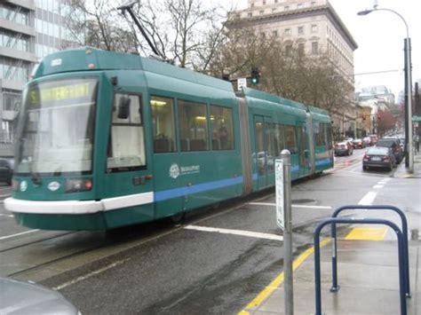 st louis light rail st louis shouldn t build light rail modern streetcar or