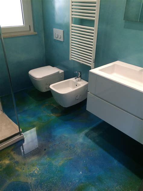 pavimenti in resina per bagno cassettiere sospese per ingressi
