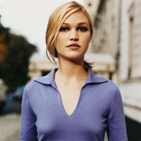 small tween breast small busted celebrities julia stiles she s a 34a