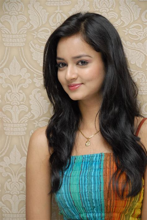 hindi picture heroine ke sath shanvi lovely heroine beautiful photoshoot stills images