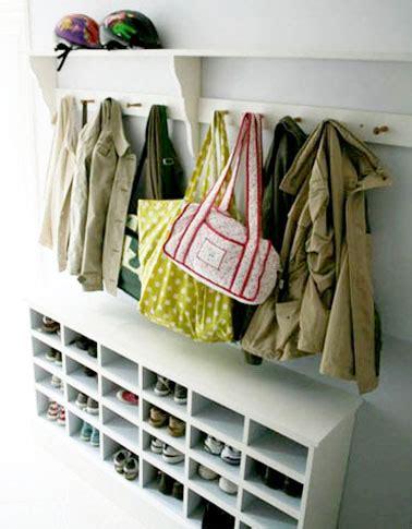 Charmant Petit Meuble A Chaussures #3: rangement-chaussures-avec-meuble-dans-entree.jpg