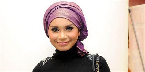 jilbab buka baju buka jilbab rossa janji tinggalkan pakaian mini