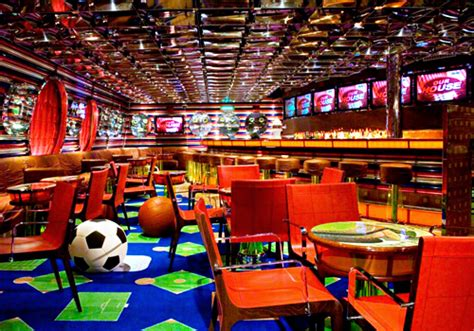 top sports bars in las vegas cher is back on the charts with woman s world sports