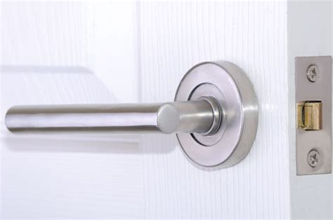 door latch how to fix a door knob latch