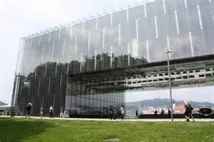 Awesome Musuem Of Modern Art #1: Linz-lentos-museum.JPG