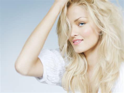 warna blone warna putih cerah dengan model blonde model rambut id