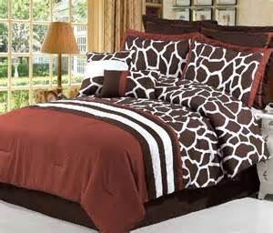 giraffe bed set giraffe print bedroom decorations wildlife giraffe