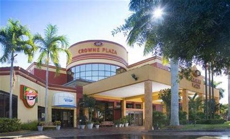 bed bath and beyond ft myers crowne plaza fort myers at bell tower shops fort myers