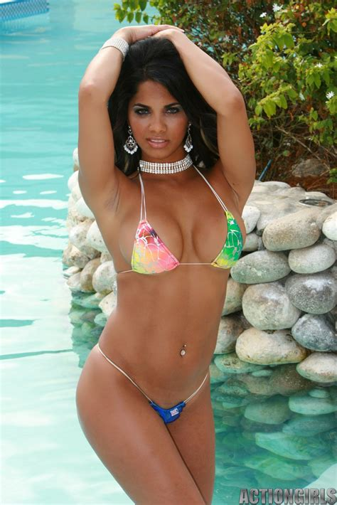 pe central juicy babes juliet cabrera juliet cabrera bikinis que guapo and playa