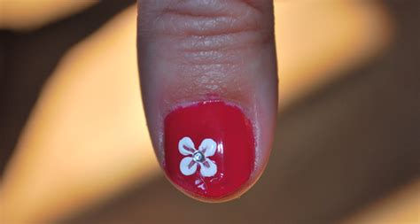 Nail Design Store by Simple Nail Design Flower Tutorial 187 Dollar Store Crafts