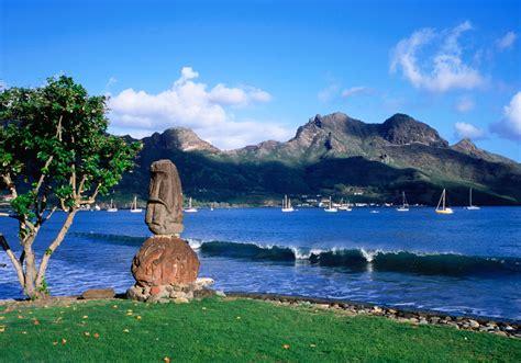 une statue tiki sur l 238 le hiva oa iles marquises d 233 couvrez les dix plus beaux endroits de l