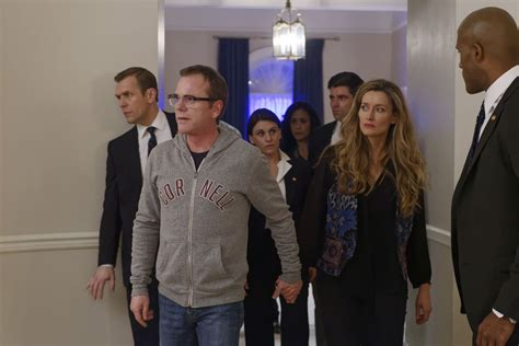 designated survivor guest stars two ships tv review designated survivor seat42f