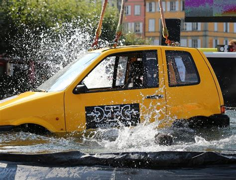 Wasser Im Auto by Was Tun Wenn Das Auto Im Wasser Landet Motortipps Ch