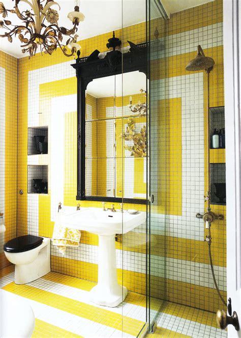 black white and yellow bathroom theme salle de bains jaunes 32 id 233 es pour une d 233 coration lumineuse