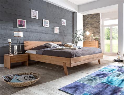 schlafzimmer massivholzbett liano nachttisch kernbuche