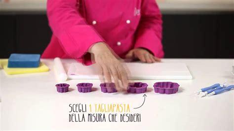fiore pasta di zucchero tutorial rosa canina fiore in pasta di zucchero o pasta di
