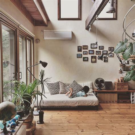 japanese home interiors 真似すれば難しくない 壁面ディスプレイ 4つのヒント roomclip mag 暮らしとインテリアのwebマガジン