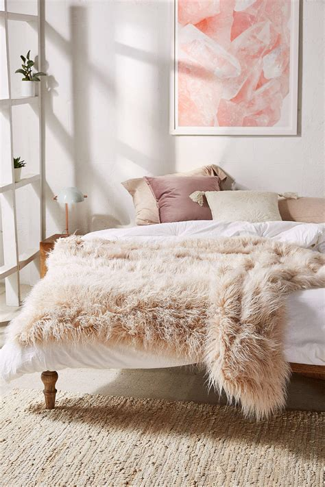 Webpelz Decke by 6 Snuggly Blankets For Fall Days Nonagon Style
