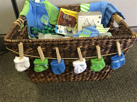 Creative Baby Shower Gift Ideas For Boys by Best 25 Baby Shower Baskets Ideas On Shower