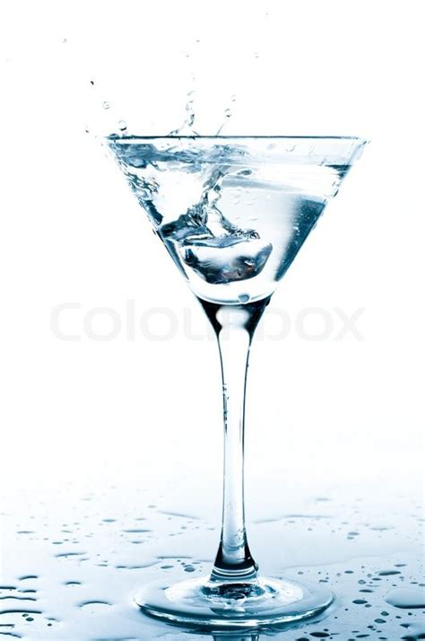 martini splash water splash in martini glas stockfoto colourbox