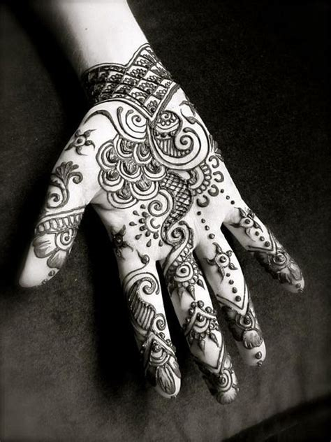 is henna tattoo permanent best 25 henna on palm ideas on henna patterns