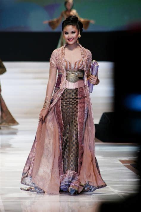 desain dress batik anne avantie indonesian modern kebaya by anne avantie kebaya