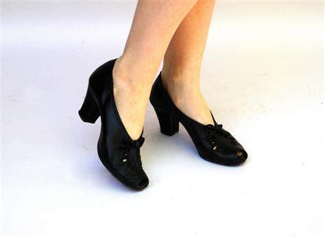 peek shoes vintage 1930s shoes peek a boo black by wildhoneypievintage