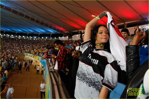 Osbourne Flashed At World Cup by Sized Photo Of Rihanna Flashed The World Cup Crowd 19