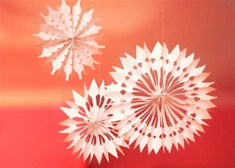 How To Make 3d Snowflakes Out Of Construction Paper - 12 easy 3d paper snowflake patterns guide patterns