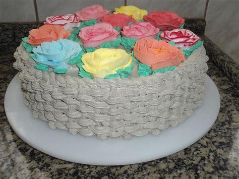 pasteles decorados con chantilly bolo decorado rosas chantilly quincea 241 ero