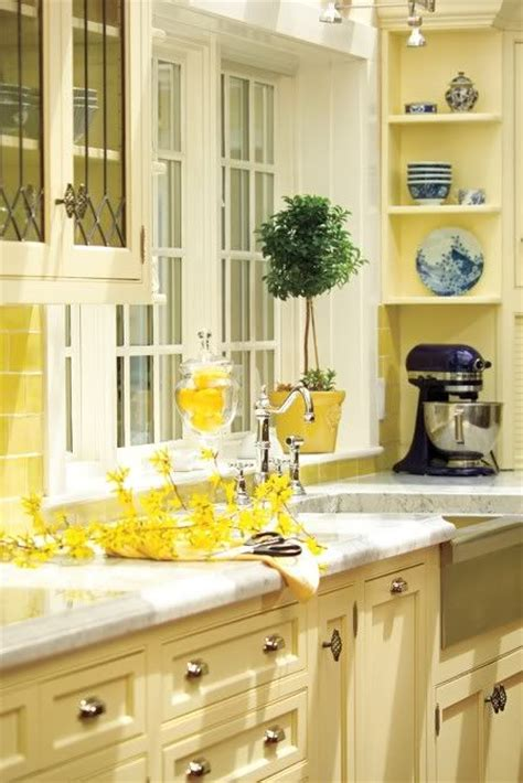 yellow kitchens with white cabinets best 25 yellow kitchen cabinets ideas on