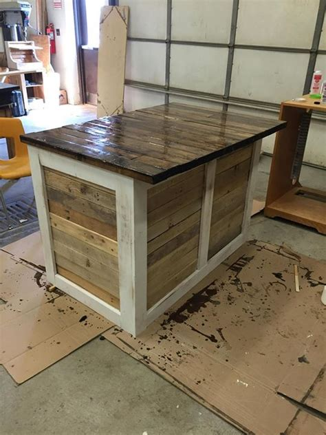 pallet kitchen island best 25 pallet island ideas on pallet