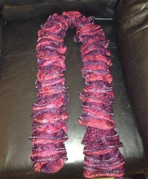 loom knitting with sashay yarn ruffle scarf made on 8peg spool loom with sashay