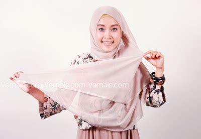 Segi 4 Bunga 2 cara memakai jilbab segi empat dengan aksesoris bunga